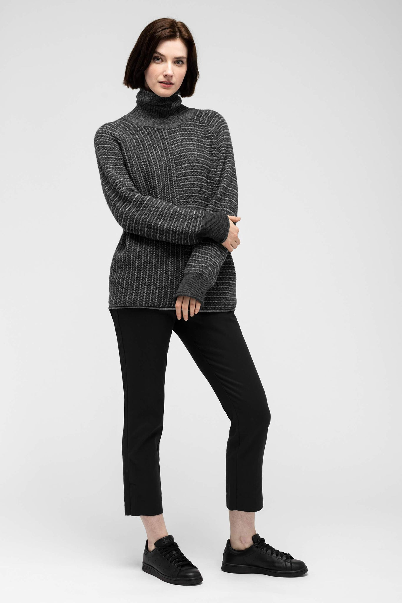 women's mantyl turtle neck sweater - charcoal