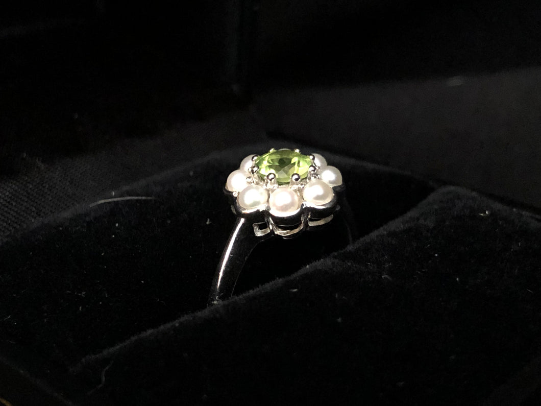 Contemporary Sterling Silver peridot and fresh water pearl ring
