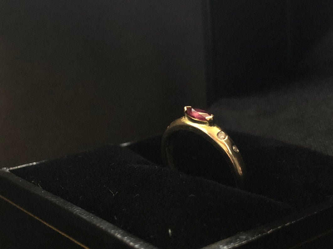 Contemporary 9ct yellow gold ruby