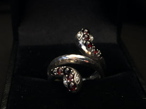 Contemporary s/s garnet freshwater pearl serpent ad ring