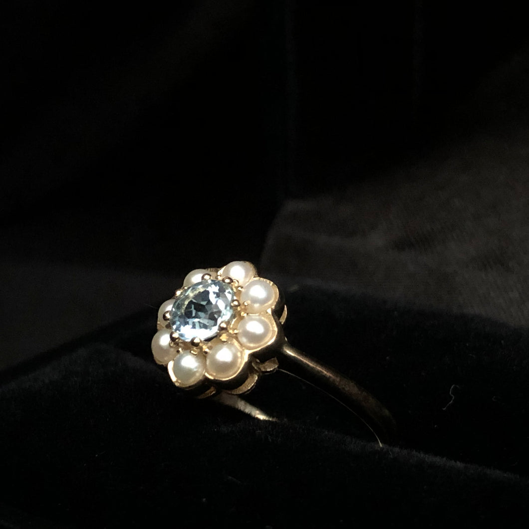 Contemporary gold ring with blue topaz class set fresh water pearls