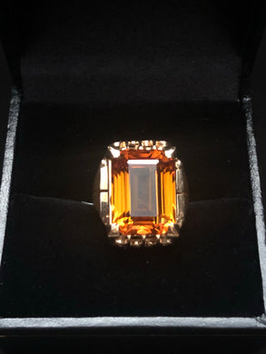 Contemporary 18 ct yellow Citrine Ring