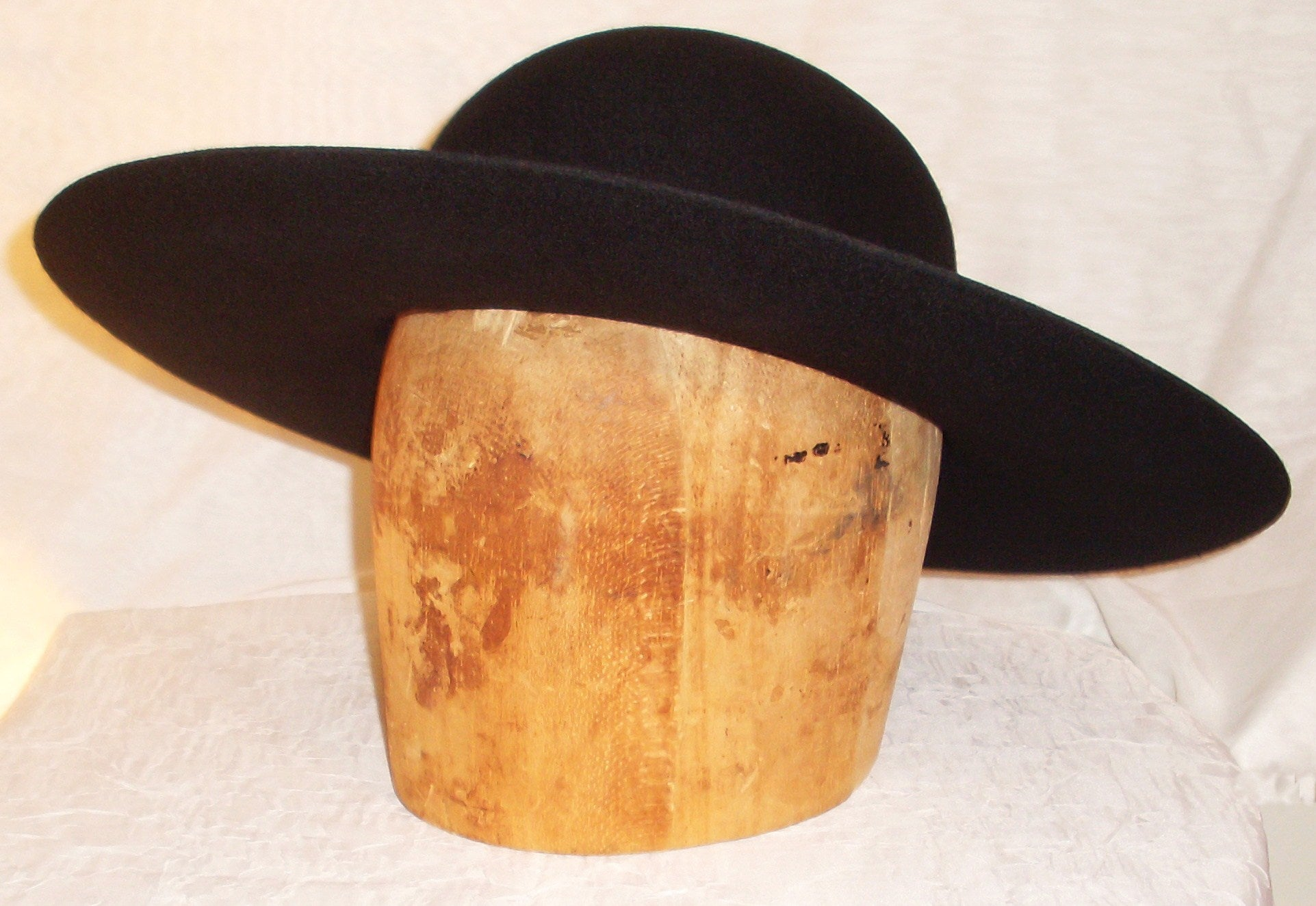 Cavalier Hat Blank from White Pavilion, side view. Choose this hat for living history, medieval, renaissance, pirate, cowboy, steampunk, vampire and many other costumes.