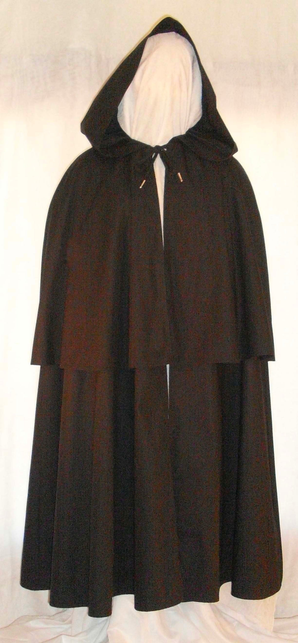 Highwayman Cape by White Pavilion, front view. This double cape is ideal for medieval, Renaissance, colonial, Victorian, Goth and Steampunk costume, and Revolutionary War and French and Indian War reenactors.