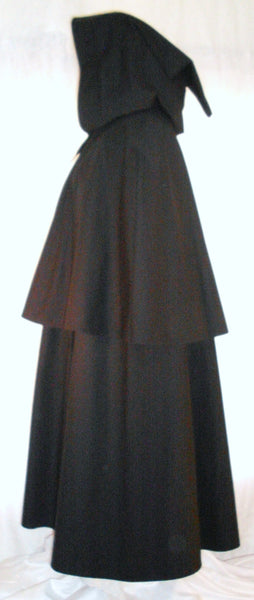 Highwayman Cape by White Pavilion,side view. This double cape is ideal for medieval, Renaissance, colonial, Victorian, Goth and Steampunk costume, and Revolutionary War and French and Indian War reenactors.