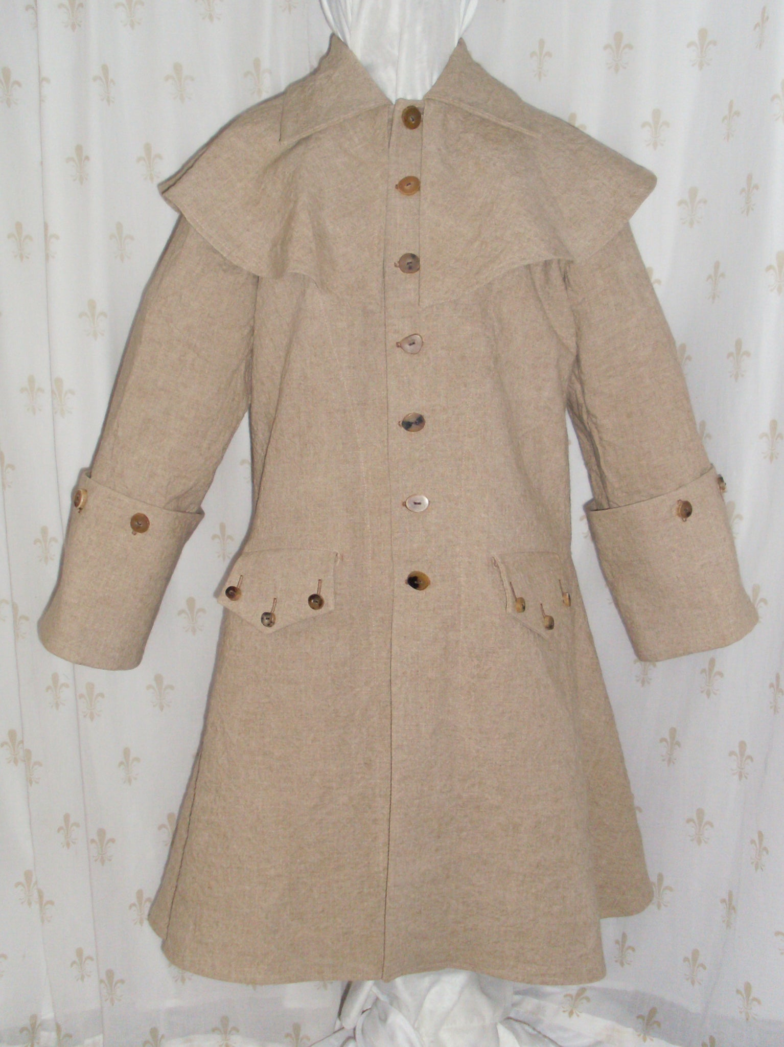 Greatcoat with mantle, linen/rayon blend, re-enactor pirate style, horn buttons, two pockets: front view