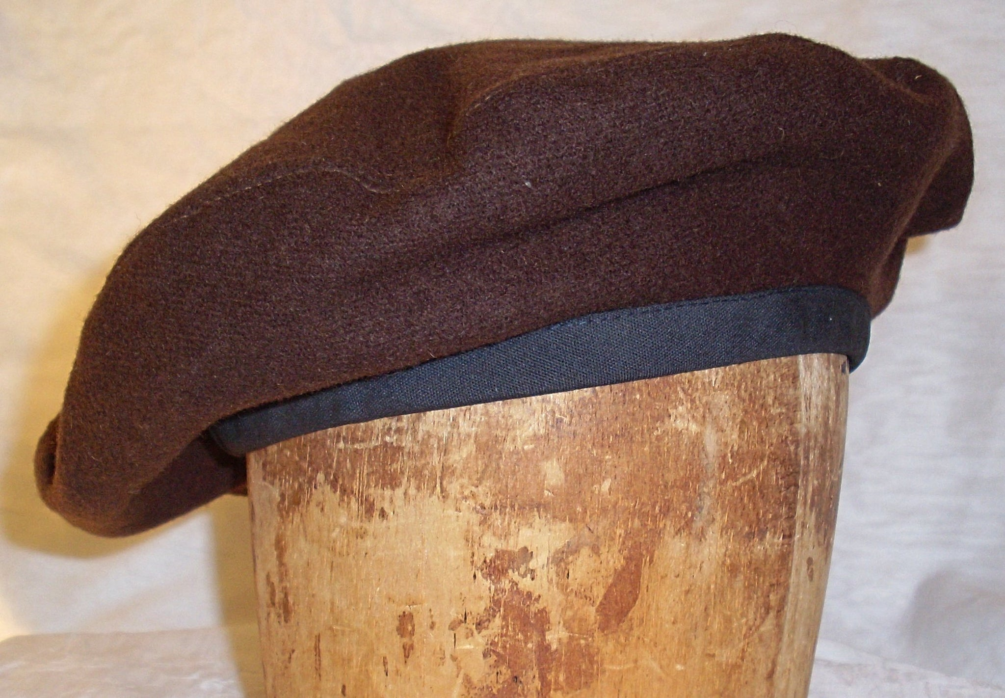 Scottish beret by White Pavilion, side view. Ideal Celtic headgear for Scottish and Irish wear; also for medieval and renaissance costumes and Roger's Rangers reenactment.