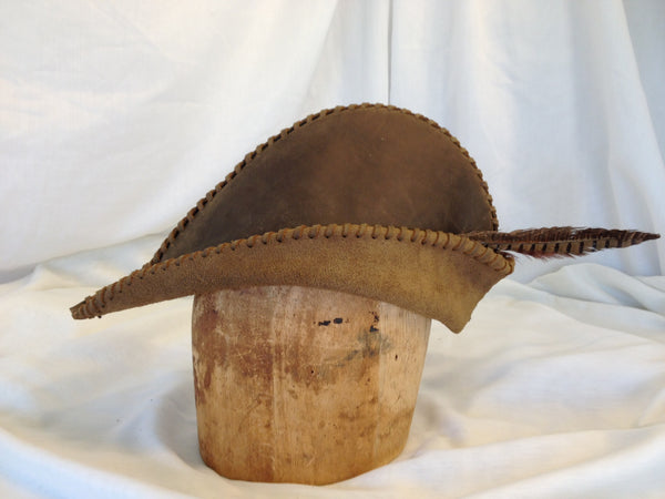 Robin Hood Hat in leather from White Pavilion, side view. This hat is ideal for medieval costumes, especially for Robin Hood and Sherwood Forest characters.
