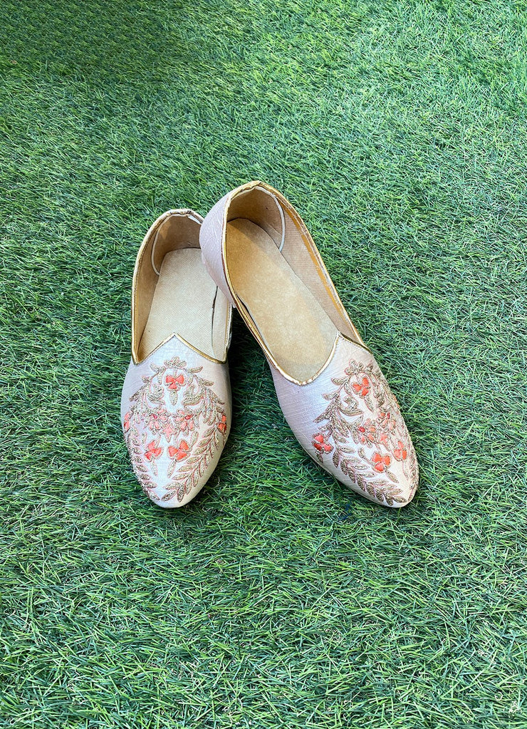 Blush Pink Embroidered Juttis