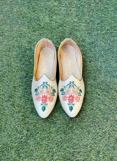 White thread work embroidered juttis