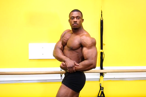Bodybuilding Posing and Transition Practice With IFBB Pro Steve Laureus