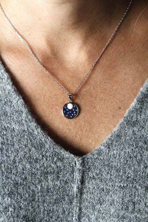 necklace aims the moon, opal, neck
