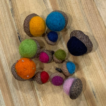 Load image into Gallery viewer, Felted Acorns