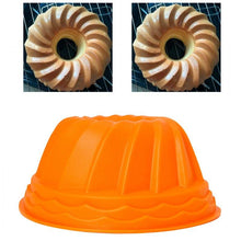 Load image into Gallery viewer, Pumpkin  shaped Swirl Bundt Ring Cake Bread Pastry Silicone Mold Pan Tray Mould New Useful