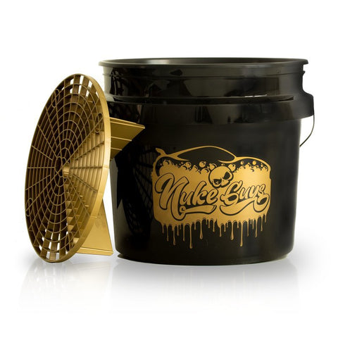 Nuke Guys Golden Bucket Set - GritGuard Wascheimer 3.5 Gallonen und GritGuard Eiimereinsatz in Gold