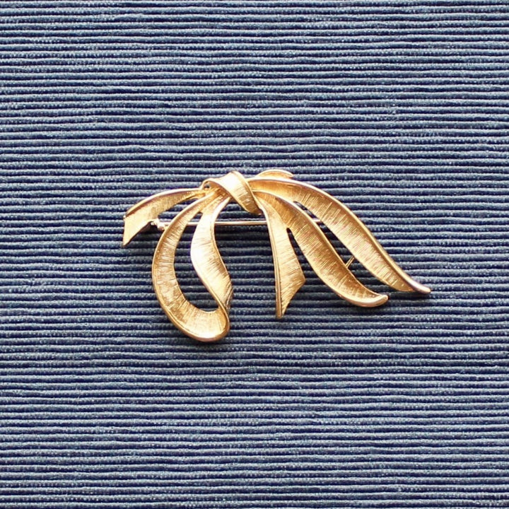 1950s Gold Tone Loose Bow Brooch