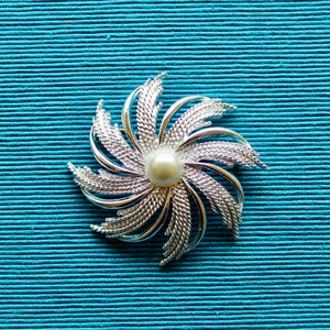 Silver Shapes Sarah Coventry Winter Pin Wheel Brooch