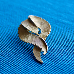 Ribbon Twist Brooch