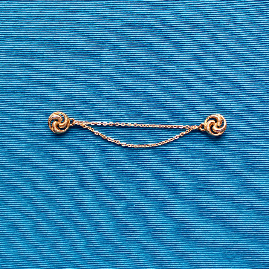 Small Swirl with Light Chain Gold Metal Doublet Brooch