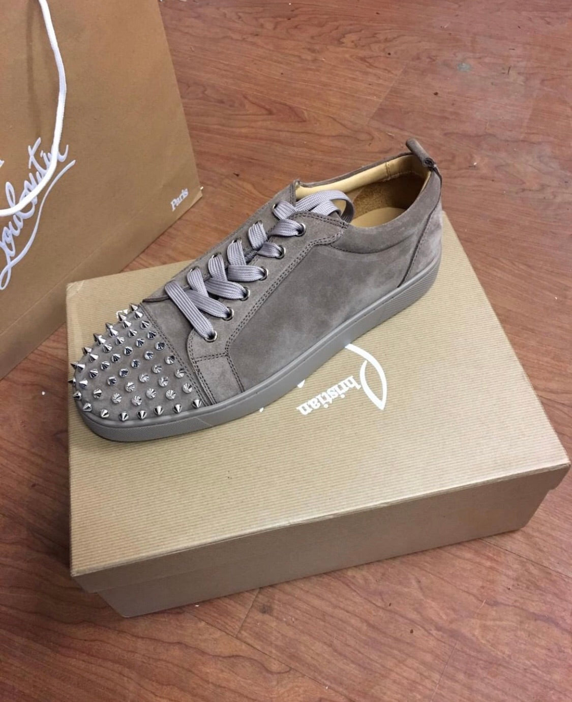 best authentic 603fa 6173f Christian Louboutin Louis Junior Spikes Suede Grey/Sand