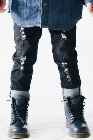 Distressed Skinny Jeans // Black