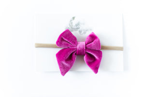 Load image into Gallery viewer, Velvet Bow Headband // Pink