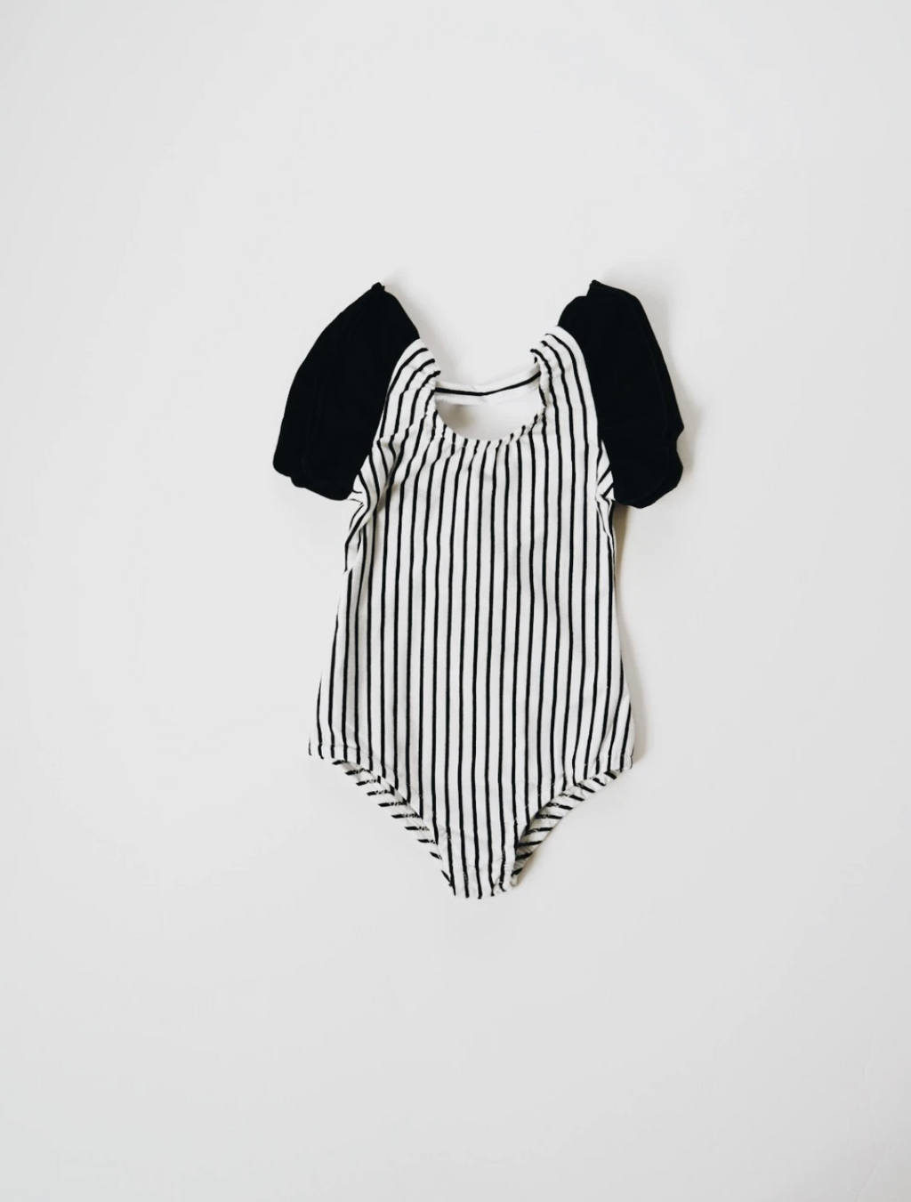 Flutter Sleeve Leo // Black & White Stripe