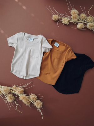 Load image into Gallery viewer, Ribbed Pocket Tee // Almond