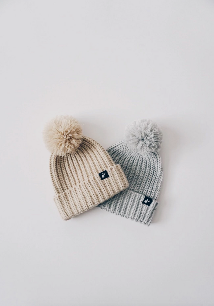 Load image into Gallery viewer, Knit Pom Beanie // Grey
