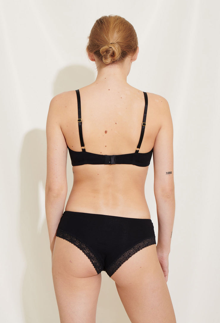 Bea bra is a part of our basic collection of comfortable everyday styles made in soft and breathable lyocell jersey. Sustainable underwear.