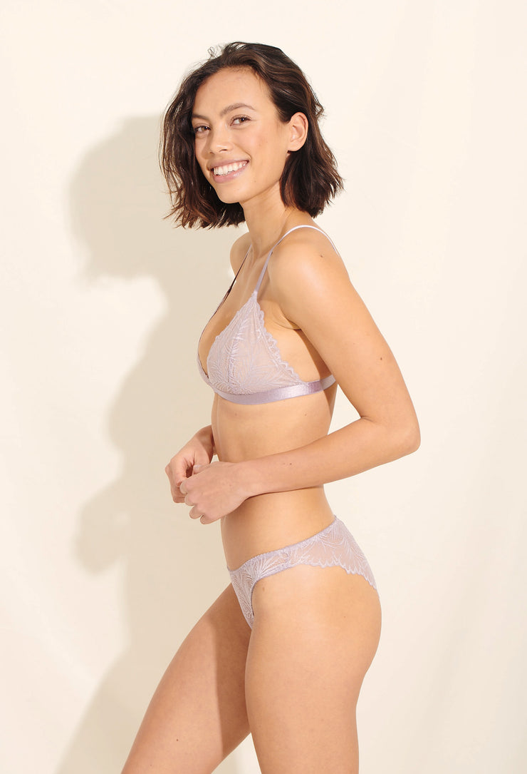 Lima bra is made in elegant scalloped nylon lace. Sustainable underwear
