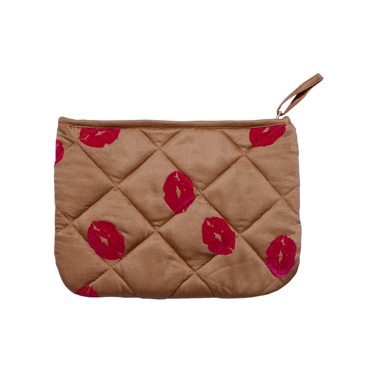 Lola make-up purse is made in quilted lyocell satin fabric. Sustainable accessories