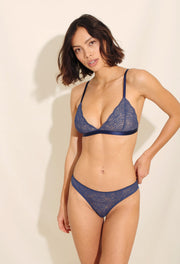 Luna Bra is made in elegant lace with delicate scalloped edges and beige mesh lining. The lace is paired with shiny elastics and golden trim, a very luxurious combination.