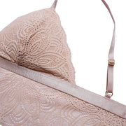 Our Luna Bralette is comfortable and easy to style for any occasion. Made in an elegant lace with delicate scalloped edges and beige mesh lining, it is modern and romantic. Its long line fit
