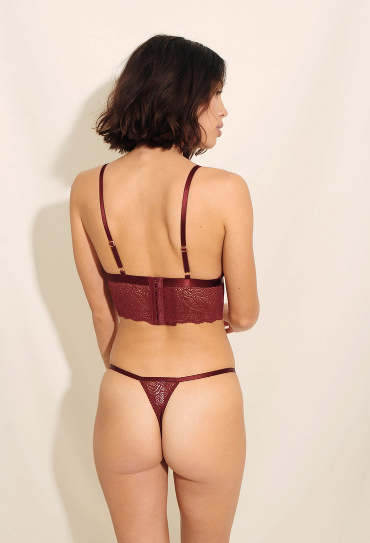 Our beautiful Luna String is made in soft recycled nylon lace with delicate scalloped edges paired with a thin waist elastic.