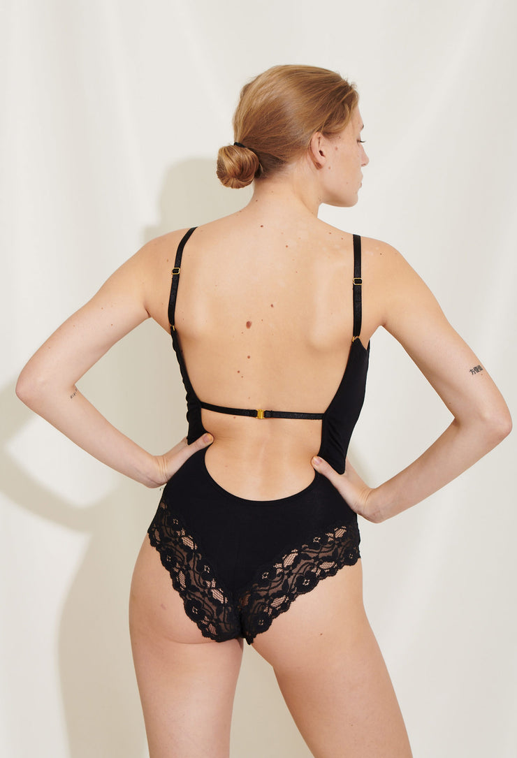 Our amazing Mia body is made in soft lyocell jersey with recycled polyester lace details on the back side. Sustainable underwear.