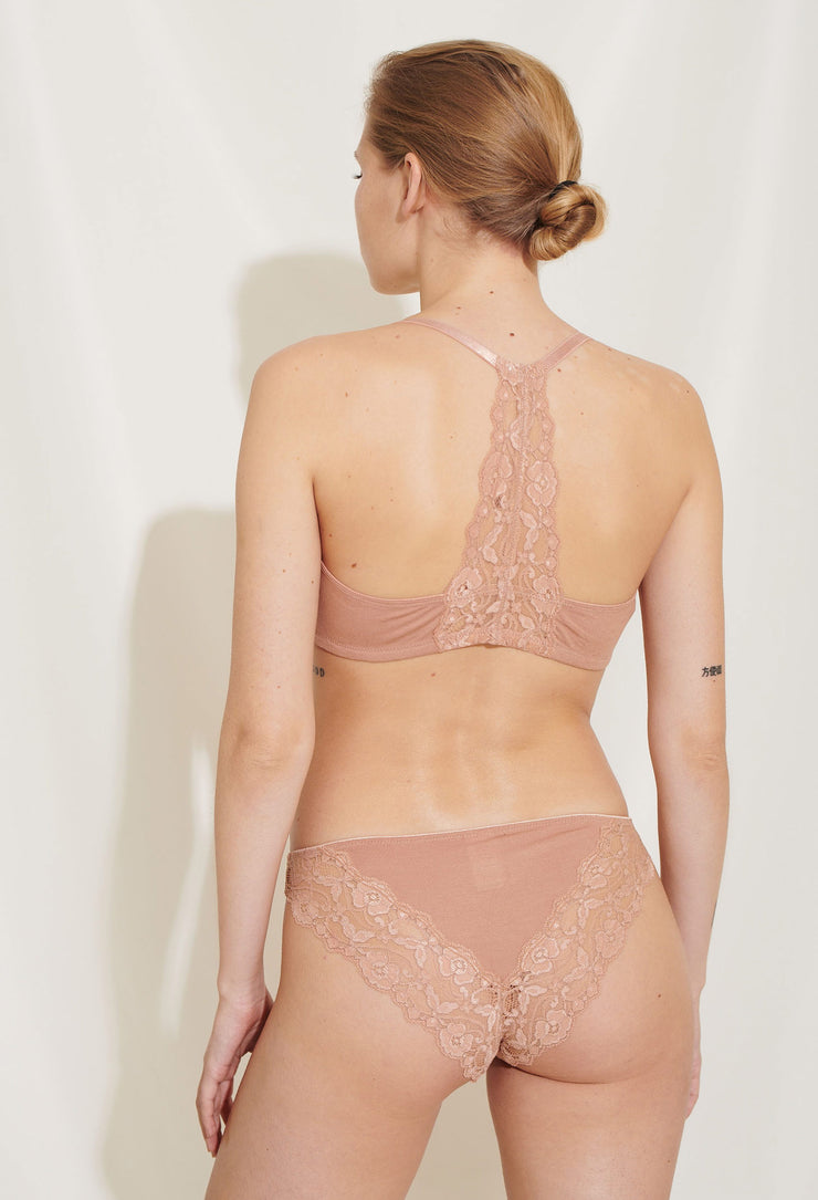 Our Mia Bra is made in a soft lyocell jersey and has a beautiful lace detail in the back and an elegant golden front closure. Sustainable underwear.