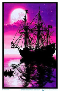 Posters Moon Light Pirate Ghost Ship - Black Light Poster 100070