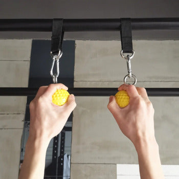 Pull-ups with hand grip pull balls
