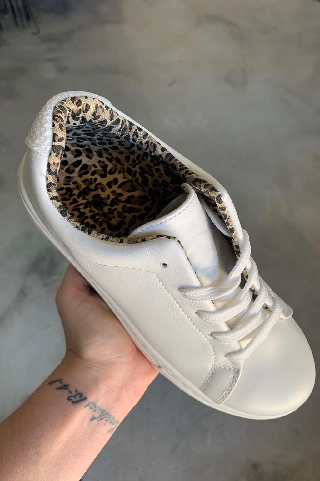 White Leo Lined Sneaks