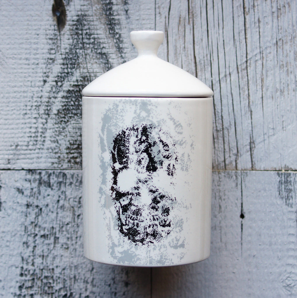 Thompson-Ferrier-Winter-White-Skull-Candle