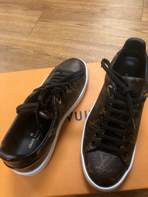Louis Vuitton NEW Sneakers, size 5