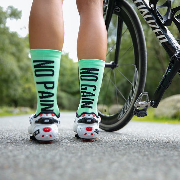 Colourful cycle socks with inspirational saying. No Pain No gain