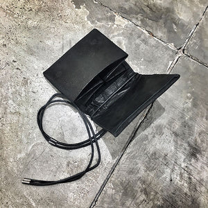 LEATHER WALLET WITH MAGNETIC LOCK
