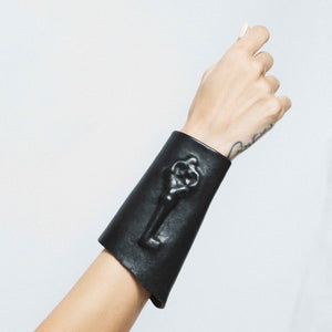HIDDEN LEATHER CUFF WITH ANTIC HIDDEN KEY | zoraromanska.com | ZR Zora Romanska - Handmade Leather Jewelry