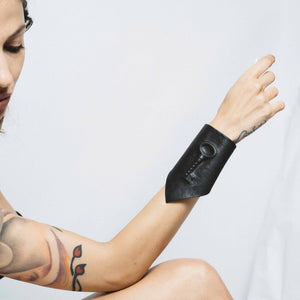 HIDDEN LEATHER CUFF WITH HIDDEN KEY | zoraromanska.com | ZR Zora Romanska - Handmade Leather Jewelry