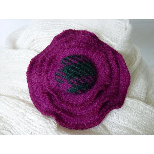 Harris Tweed three layer brooch in plain fuchsia with a 29mm check self cover button.