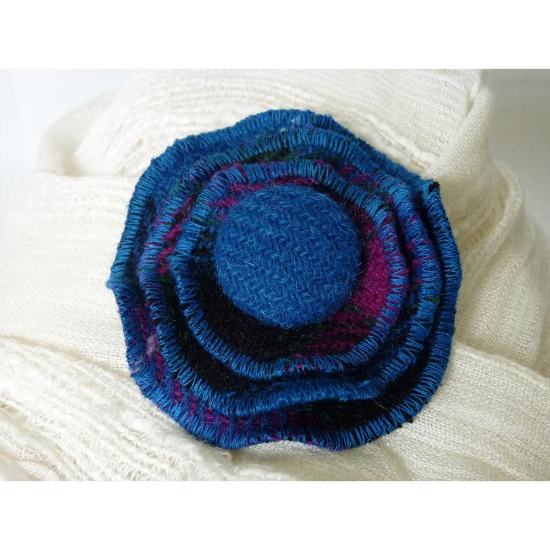 Harris Tweed layered brooch in kingfisher and cerise check with a 29mm plain kingfisher self cover button.