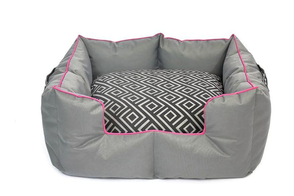Wagworld K9 Castle - Medium - Grey and Pink