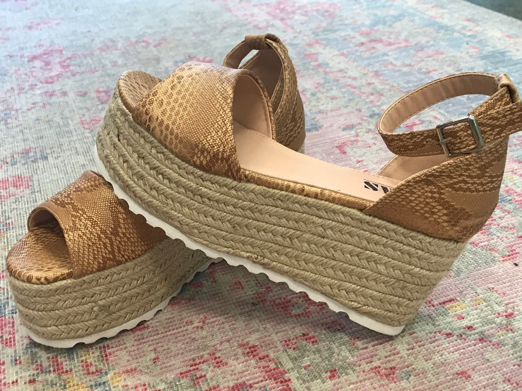 Emma Snake Platform in Natural